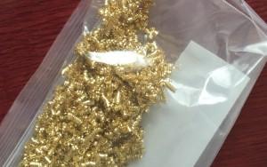 金たわしを細かく切った金属くず。
