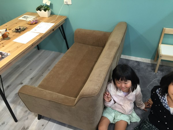 ソファーとキッズスペース
